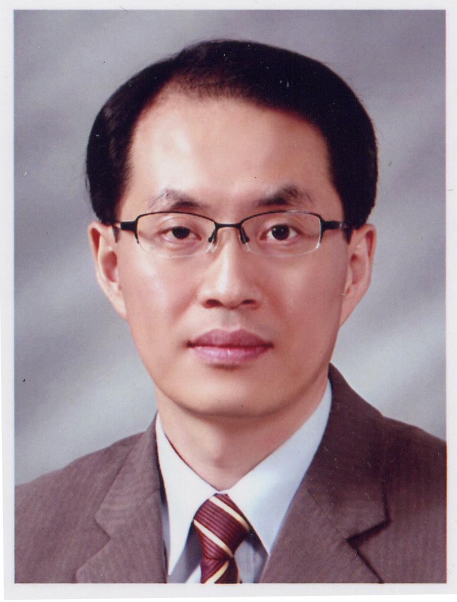 윤찬근 교수 증명사진