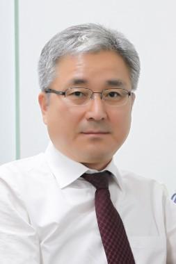 박병일 교수 증명사진