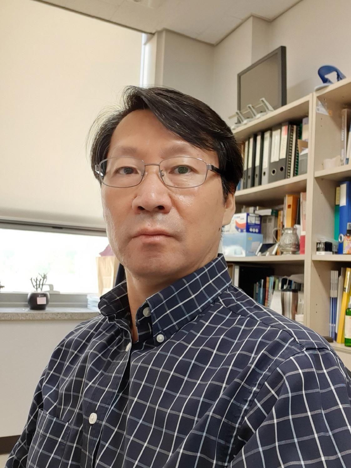 김중배 교수 증명사진