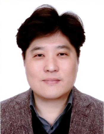 김진우 교수 증명사진