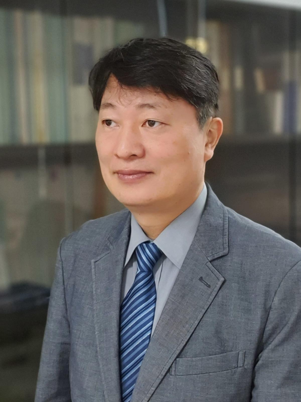 정준 교수 증명사진
