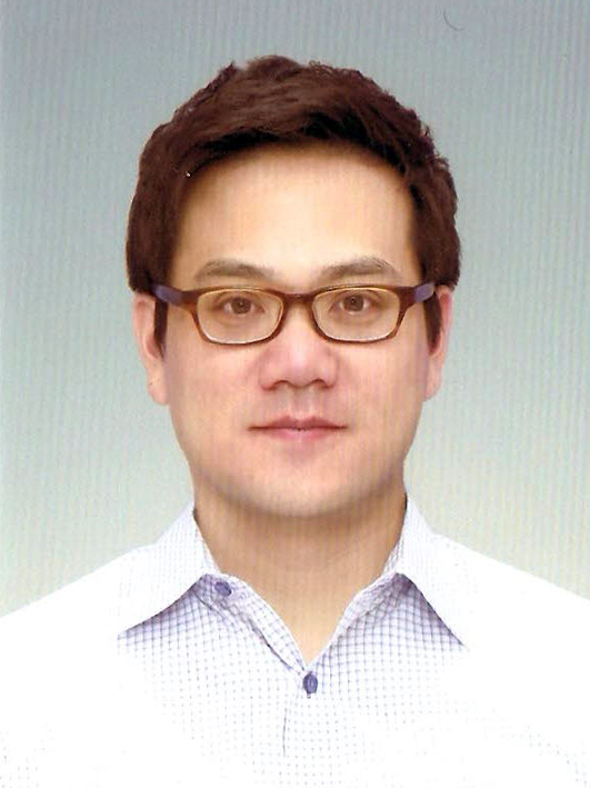 장필구 교수 증명사진