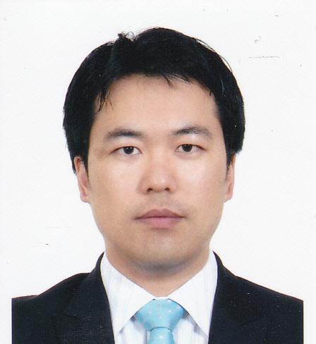 홍상원 교수 증명사진