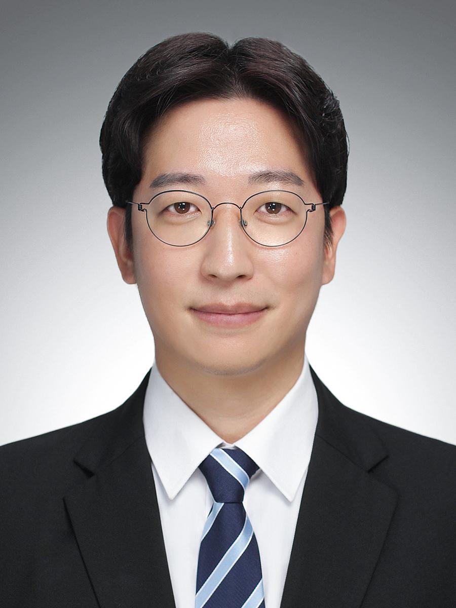 강상욱 교수 증명사진