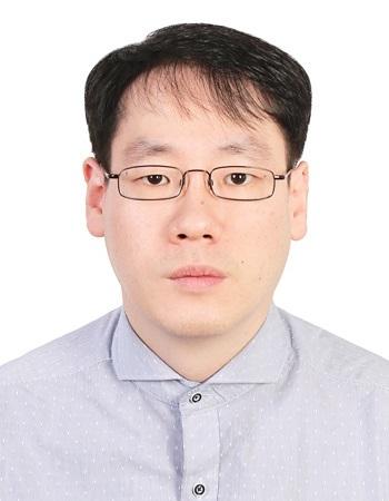 이정훈 교수 증명사진